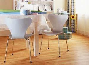 Кухня и ламинат на полу