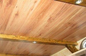 потолок в ламинате