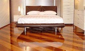 Комната с ламинатом на полу