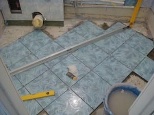 Отделка и укладка плитки в туалете