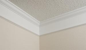 Как поклеить углы потолочного плинтуса