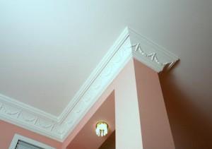 Плинтус потолочный из пенопласта